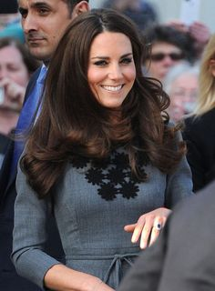 More Pics of Kate Middleton Long Curls Kate Middleton Stil, Kate Middleton Outfits, Kate Middleton Photos, Long Curls, Princesa Diana, Glamour, Princess Kate, Brunette Hair, Up Girl