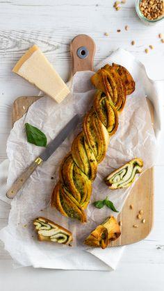 #gevlochtenbrood #pestorecept #kaasrecept #italiaansekeuken #italiaans #kaasinspiratie #kaas #pesto #receptinspiratie #basillicum #cheese #cheeseinspiration #pestorecipe #italianfood #italiankitchen #braidedbread #cookinginspiration Pesto, Braided Bread, Bread Recipes, Food Photography, Cheese, Cooking Photography