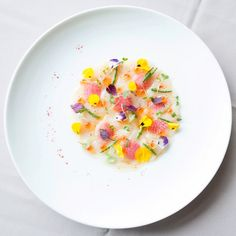 Strawberry salad with basil - Clean Eating Snacks Ceviche, Gourmet Recipes, Cooking Recipes, Gourmet Foods, Steak Dinner Sides, Molecular Gastronomy, Fish Dishes, Culinary Arts, Food Presentation