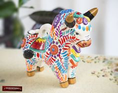 Hand-painted Pucara Bull in ceramic, Peruvian Sculpture, pottery sculpture from Peru, Folk art ceramics handmade, Bull figurine