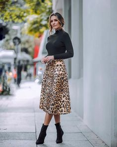 Jumpers and maxis street style in 2019 fashion, leopard print skirt, printe Animal Print Outfits, Animal Print Skirt, Animal Print Fashion, Fashion Prints, Animal Print Style, Animal Prints, Animal Print Clothes, Leopard Print Skirt, Leopard Prints