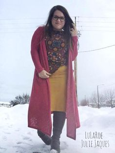It might still be 30 degrees in Alaska today but the LuLaRoe Cassie skirt is perfect for year round. Just layer with a LuLaRoe Classic T, LuLaRoe Sarah and leggings with some boots!
