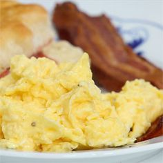 """How To Make Scrambled Eggs the """"right"""" way to make scrambled eggs"""