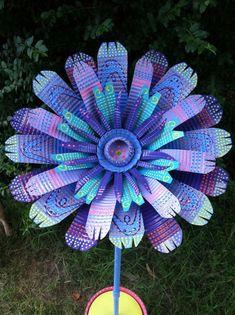 Large Purple & Blue Handmade Tin Can Flower Garden Decor Soda Can Flowers, Tin Flowers, Plastic Flowers, Glass Flowers, Aluminum Can Crafts, Metal Crafts, Metal Projects, Pop Can Art, Pop Can Crafts