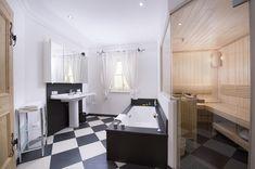 Das Badezimmer im Landhaus Blaufeld bietet allerlei Komfort. Die Sauna ist eines der Highlights der Immobilie. Villa, Sauna, Komfort, Corner Desk, Modern, Highlights, Furniture, Home Decor, Green Life