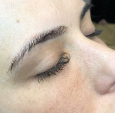 Tips For Better Brows + My Microblading Experience Dark Eyebrows, Thick Brows, Microblading Eyebrows After Care, Eye Cream For Dark Circles, Brow Lift, Oil Free Makeup, Lots Of Makeup, Best Eyebrow Products, Hair Shows