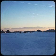 Late afternoon walk. I love to live in a big playground #iliveonaplayground #adventuregirl #outdoorgirl #crosscountryskiing #munichandthemountains #snowwhite #lovelife
