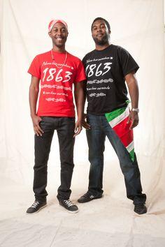 In zelfontworpen t-shirts vertellen Melvin en Dwayne over hun visie voor de toekomst van het Keti Koti Festival: regelmatig een nationale feestdag én erkenning van de Nederlandse regering.