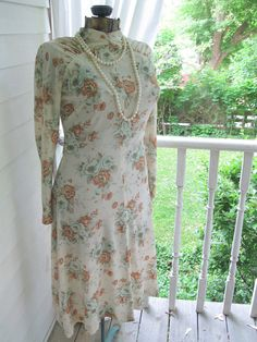 Sixties Vintage Dress Ladies Dress Size 10 by mailordervintage