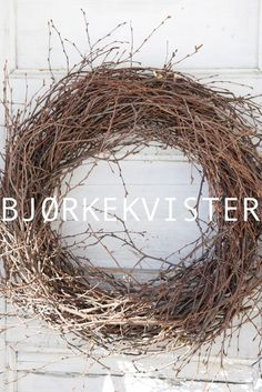 Livs Lyst: RUFSTETE BJØRKEKRANS Wreaths And Garlands, Easter Wreaths, Holiday Wreaths, Handmade Crafts, Diy And Crafts, Nature Crafts, Grapevine Wreath, Christmas Diy, Floral Wreath