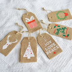 First impressions makes the difference. Impress your loved ones this festive season by adding a touch of vintage class to your packaging. Your message will stand out and mean more written on these authentic hessian gift tags. With a seasonal designs screen printed onto each tag and a