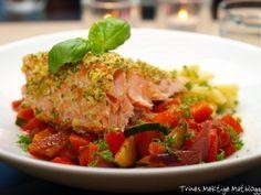 Laks med urtelokk, ratatouille og pasta » TRINEs MATblogg