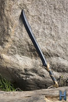 Dark Elven Hunter Blade Länge:  75cm   Qualitätsmerkmale: Bei dieser LARP-Waffe handelt es sich um ein Produkt der Spitzenklasse, aus dem Hause Epic Armoury. Diese neue Serie von Epic Armoury bietet Dir noch mehr Details für...