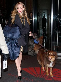 Amanda Seyfried and Finn arrive at the press junket for Les Misérables in NYC. Amanda Seyfried Hair, Amanda Seyfried Photos, Celebrity Look, Celebrity Pictures, Celebrity News, Amanda Seifried, Leona Lewis, Hollywood Couples, Star Wars