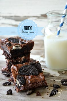 Looking for a delicious chocolate dessert recipe? Try these Oreo Brownies. They are so good and will be a crowd favorite! Köstliche Desserts, Chocolate Desserts, Delicious Desserts, Dessert Recipes, Health Desserts, Chocolate Chips, Cake Recipes, Oreo Brownies, Oreo Cake