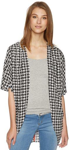 Kimono mit abstraktem Muster für Frauen (gemustert, kurzärmlig mit Rundhalsausschnitt, offen geschnitten) aus weich fließender Viskose, mit grafischem Print, Metall-Badge im Nackenbereich. Material: 100 % Viskose...