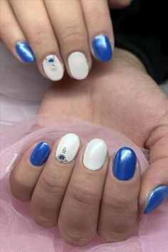 Seven inspirational blue nail art collections the stylish girl you must try - Abby FASHION STYLE Short Nail Designs, Shining Star, Girl Blog, Blue Nails, Light Art, Short Nails, Beautiful Sunset, Stylish Girl, Manicure