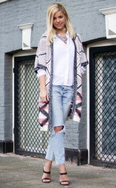 Yvonne Coldeweijer draagt ons Culture vest Mauveglow  #culture #vest #cardigan #boho #bohemian #lifeofyvonne #yvonnecoldeweijer #blogger #actrice #presentatrice #campinglife #kleding #mode #shoppen #shopping #ootd #outfit #outfitoftheday #webshop #inspiratie #moderood #moderoodblog