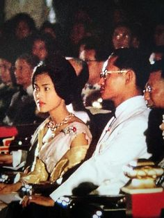 Long Live Their Majesties the King and Queen of Thailand. King Phumipol, King Rama 9, King Of Kings, King Queen, King Thailand, Queen Sirikit, King Photo, Bhumibol Adulyadej, Great King