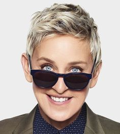 Ellen Degeneres (Talk Show) Ellen Degeneres And Portia, Ellen And Portia, Ellen Degeneres Haircut, Short Pixie, Short Hair Cuts, Short Hair Styles, Pixie Hairstyles, Celebrity Hairstyles, Haircuts