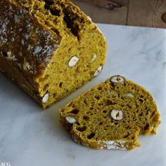 Eltefritt brød med gurkemeie og hasselnøtter