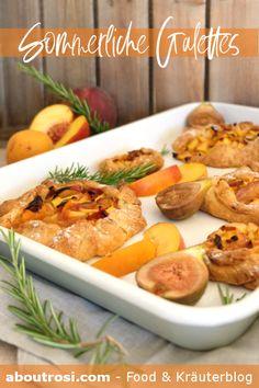 Rezept für französische Galettes mit heimischem Obst. Ein herrlich einfaches Rezept für die heißen Sommertage. Schmeckt mit Marillen, Pfirsichen, Nektarine, Feigen und allem anderen Obst das der Garten jetzt hergibt! Galettes kommen übrigens aus der Bretagne und sind Buchweizenpfannkuchen! Shrimp, Food, Brittany, Buttermilk Recipes, Summer Days, Figs, Peach, Essen, Meals