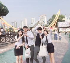 Ulzzang Korea, Ulzzang Kids, Ulzzang Couple, Best Friend Pictures, Bff Pictures, Korean Picture, Korean Friends, Role Player, Twin Outfits