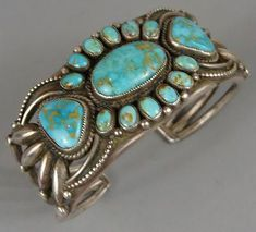 Jewelry Turquoise turquoise bracelet - looks vintage Beaded Beads, Beaded Jewelry, Silver Jewelry, Boho Jewelry, Silver Ring, Silver Earrings, Native American Jewellery, American Indian Jewelry, Turquoise Jewelry