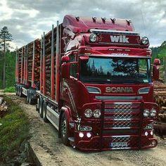 What a beauty  #Scania#Scaniavabis#scaniafamily#scaniav8#scaniasuper#scaniahighline#basis#highline#nudebusclub#trux#timber#timbertruck#v8#super#norwegen#nature#streamline#intervaller#bullbar#trucksofnorway#wiktransport#limetec Not my pic.