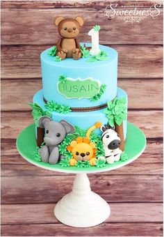 Another safari cake Jungle Birthday Cakes, Jungle Theme Cakes, Safari Cakes, First Birthday Cakes, Jungle Party, Jungle Safari, Safari Baby Shower Cake, Baby Shower Cakes, Zoo Cake