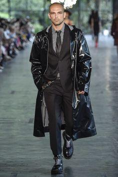 Celebrando 45 años de moda por todo lo alto, ELLUS presenta una colección de espíritu urbano en la Fashion Week de Sao Paulo