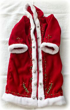 Make It With Me: Father Christmas' Cloak Christmas Arts And Crafts, Christmas Sewing, Father Christmas, Christmas Trees, Christmas Decorations, Xmas, Costume Patterns, Doll Clothes Patterns, Clothing Patterns