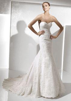 "La Sposa ""Saga"" sweetheart strapless mermaid wedding gown. Love love love love it"