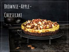 Try Apple-brownie cheesecake by FOOBY now. Or discover other delicious recipes from our category desserts. Brownie Cheesecake, Apple Cheesecake, Apple Brownies, Chocolate Caramels, Homemade Cakes, Desert Recipes, Melting Chocolate, Original Recipe, Pie Recipes