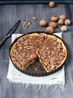 Walnut pie with maple syrup Walnut Pie, Sweet Pie, Holiday Desserts, Sweet Desserts, Sweet And Salty, Sweet Recipes, Sweet Treats, Dessert Recipes, Food And Drink