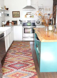 LivvyLand // Kitchen Rug Styling