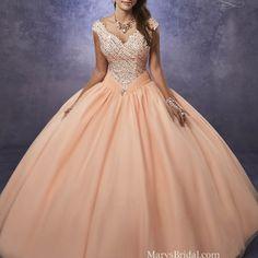 ¿Enamorada de los vestidos al hombro, para Quinceañera? ¡Busca entre las colecciones de vestidos de Quinceañera más buscados!