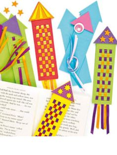 Rocket Bookmark Weavings: Blast off into reading with these creative bookmarks. This is a fun craft to do with your students to get them excited about reading! Kids Crafts, Fun Crafts To Do, Crafts For Teens, Easy Crafts, Arts And Crafts, Rocket Craft, Creative Bookmarks, Weaving For Kids, Paper Weaving