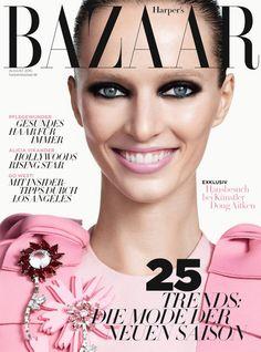 Leseprobe – Topmodel Daria Strokous wurde fürs August-Cover von Terry Tsiolis fotografiert. Klicken Sie weiter für einen Einblick ins neue Heft ...