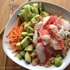 """A sushi bowl is the perfect """"sushi"""" meal for us lazy folk (me!) who hasn't grasped the concept of making actual sushi. I've tried once or twice and it was tasty, but the pre… Sushi Recipes, Asian Recipes, Vegetarian Recipes, Cooking Recipes, Healthy Recipes, Dessert Chef, Tempura, Cheap Healthy Dinners, Mochi"""