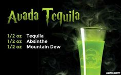 Starting easy with Avada Tequila! A spell definitely designed te-quil-ya. Half shots of tequila, absinthe, and mountain dew. Harry Potter Cocktails, Harry Potter Potions, Theme Harry Potter, Harry Potter Food, Harry Potter Halloween, Harry Potter Recipes, Party Drinks, Cocktail Drinks, Fun Drinks