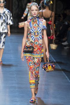Dolce & Gabbana Spring 2016 Ready-to-Wear Fashion Show - Roos Abels