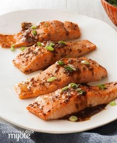 Our fig balsamic dressing is the star in this simple salmon dish. Either way, these Maple-Balsamic Salmon Fillets make a great entrée with a side of steamed rice and fresh green beans. Veggie Recipes, Fish Recipes, Seafood Recipes, Cooking Recipes, Balsamic Salmon, Maple Balsamic, Good Food, Yummy Food, Salmon Dishes