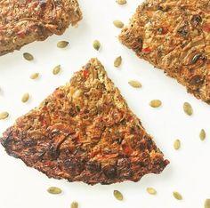 🥕🥗SOUFFLÉ MULTI VEGETAL🥗🥕 🔸Necesitas (rinde 4 porciones): 🔻1 taza de brotes de soja. 🔻1 taza de brotes varios a elección (utilicé de brócoli). 🔻1 cebolla blanca chica picada. 🔻1/4 morrón rojo picado (puede obviarse). 🔻1/2 planta de brócoli hervida y picada sin tallos. 🔻1 zanahoria grande rallada. 🔻6 champiñones limpios y fileteados. 🔻2 huevos y 2 claras o 1 huevo y 4 claras o 6 claras. 🔻Sal marina, pimienta y otros condimentos a gusto (recomiendo ajo en polvo y comino). 🔻1…