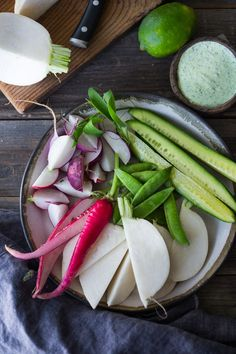 Farmers market veggie plate with dips- a flavorful, delicious & healthy Veggie Snacks, Yummy Healthy Snacks, Heart Healthy Recipes, Whole Food Recipes, Yummy Food, Delicious Recipes, Vegetarian Snacks, Eating Healthy, Healthy Eats