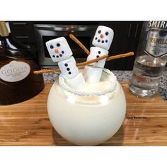 The Snowman Cocktail - For more delicious recipes and drinks, visit us here: www.tipsybartender.com