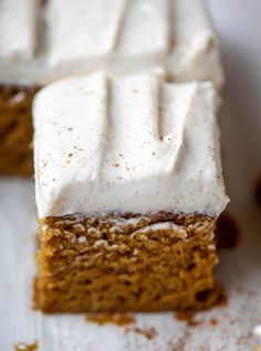 Pumpkin Sheet Cake – Pumpkin Dream Sheet Cake This pumpkin sheet cake is a legit pumpkin dream cake! It's so moist and fluffy and flavorful. With a blanket of cinnamon cream cheese frosting! 13 Desserts, Dessert Recipes, Frosting Recipes, Health Desserts, Mini Cakes, Cupcake Cakes, Cupcakes, Pumpkin Sheet Cake, Pumpkin Bread