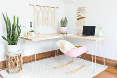 Transformable Hairpin Leg Desktop DIY Transformable Hairpin Leg Desktop DIY – A Beautiful Mess Related posts: Hairpin Leg Desk 55 Ideas Diy Easy Desk Hairpin Legs ideas diy desk easy hairpin legs for 2019 19 Trendy Diy Bedroom Desk Hairpin Legs Plywood Desk, Plywood Furniture, Diy Furniture, Furniture Design, Palette Deco, Plywood Projects, Diy Projects, Project Ideas, Sewing Projects