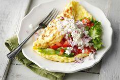 Helppo raejuustomunakas ✦ Raejuustomunakas on nopea ateria. http://www.valio.fi/reseptit/helppo-raejuustomunakas/