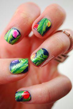 Summer hawaiian nails.